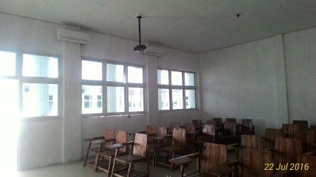 Ruang Kelas Ber AC dan LCD Proyektor